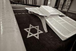 ספר תורה ומגן דוד